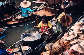 Thailand-floating-markt-Accessible-Travel